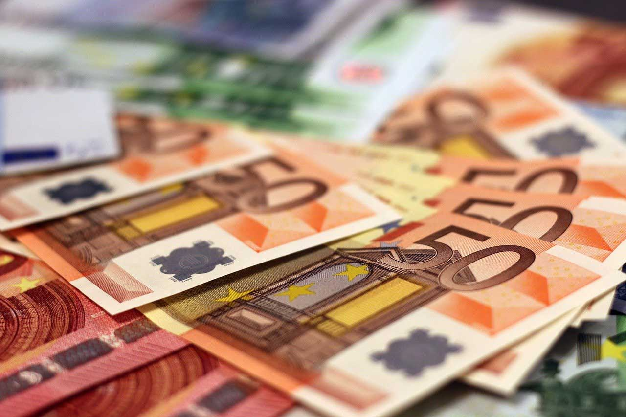 Ein Haufen von Euroscheinen